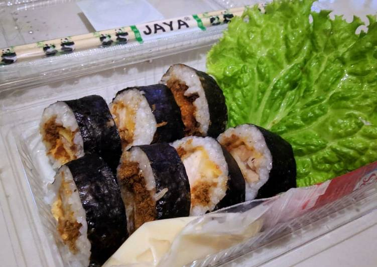 Sushi katsu ayam abon