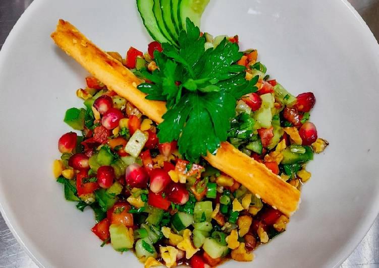Gavurdaği Salatası / Turkish Gavurdagi salad