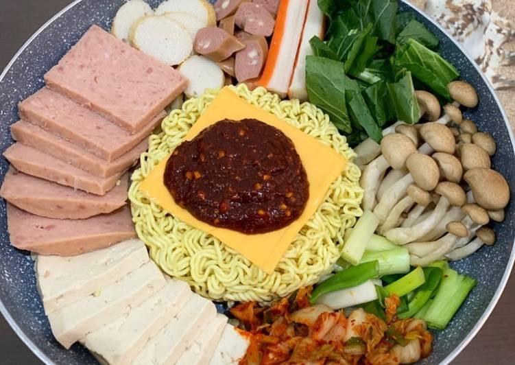 Rayakan Tahun Baru Dengan Budae Jjigae dan Japchae Ala Korea! .jpg