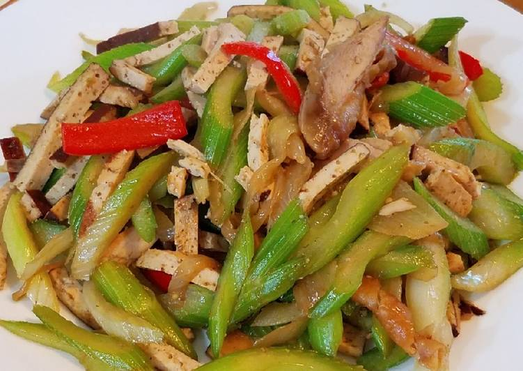 Recipe: Yummy Celery chicken and braised tofu stirfry #mommasrecipes