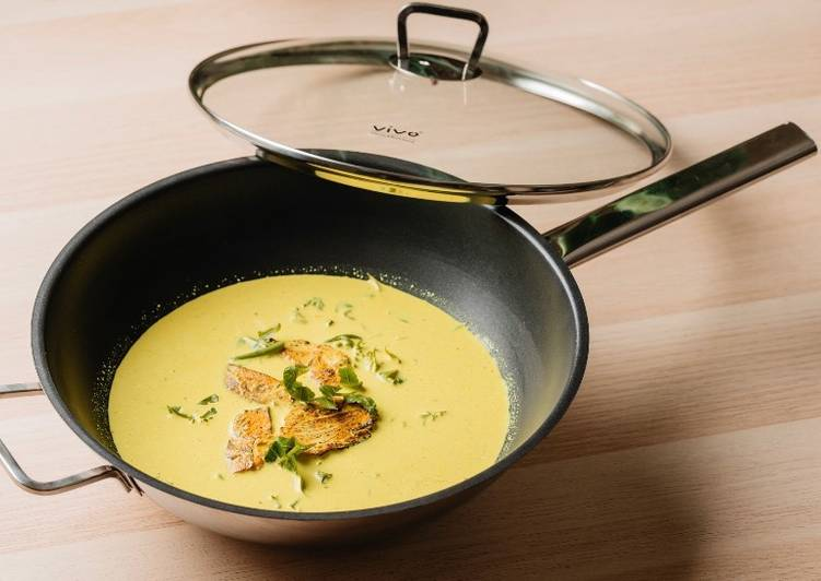 Simple Way to Prepare Award-winning Smoke Chicken in Creamy Turmeric Fernshoot Gravy by Dato' Fazley Yaakob