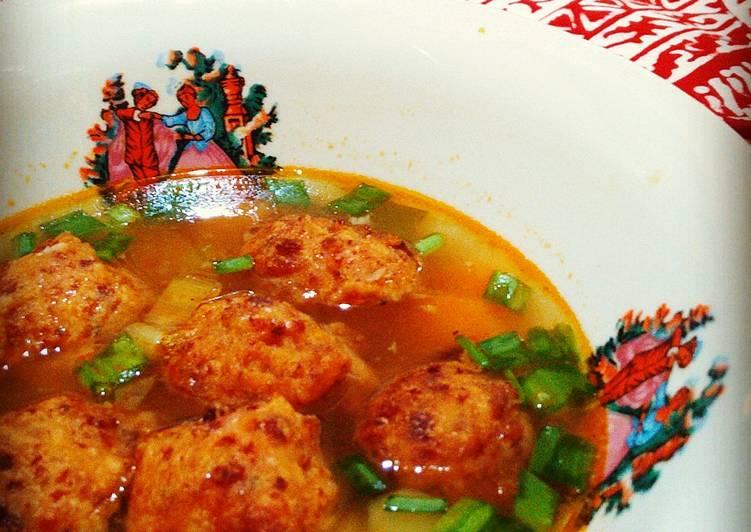 Sup Merah Bola-Bola Kornet