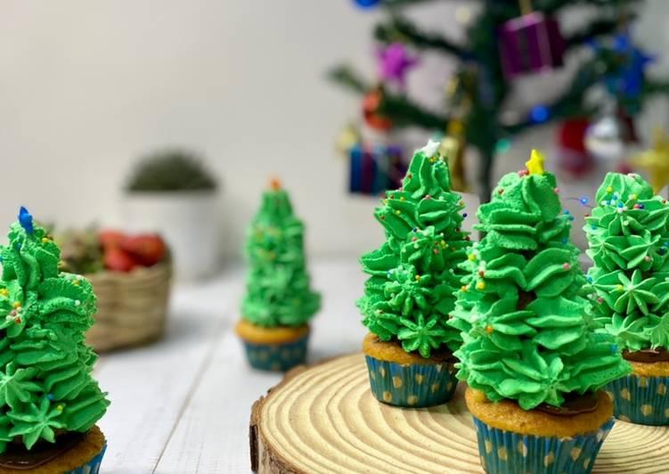 Steps to Make Ultimate Christmas Tree Cupcakes