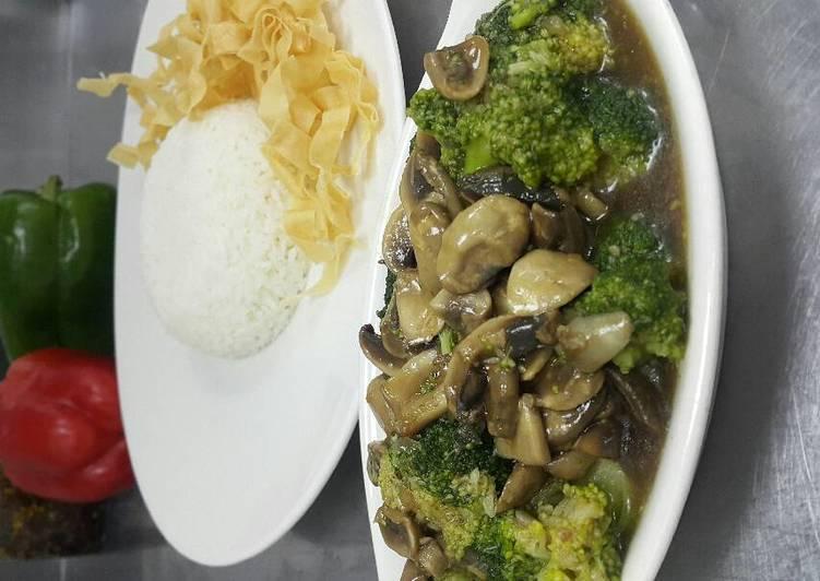 Tumis jamur dan brokoli saus tiram