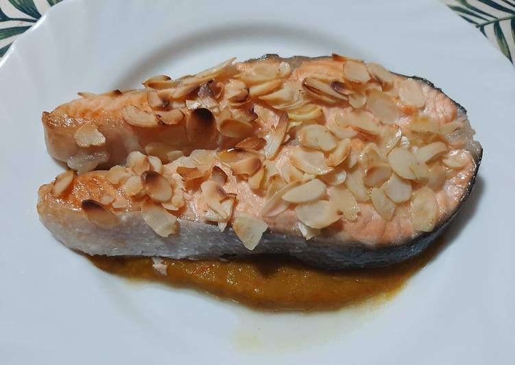 Salmone su crema di friggitelli