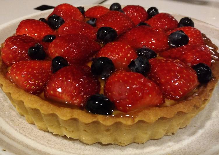 Healthy strawberry tart