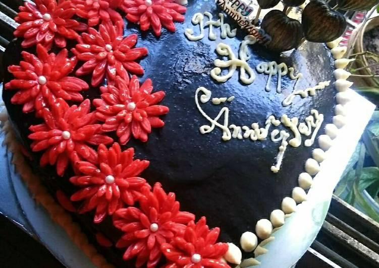 Anniversary chocolate vanila cake