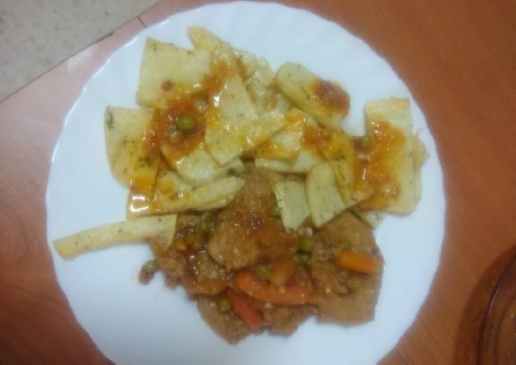 Solomillo con zanahoria, guisantes y papas fritas al ajillo