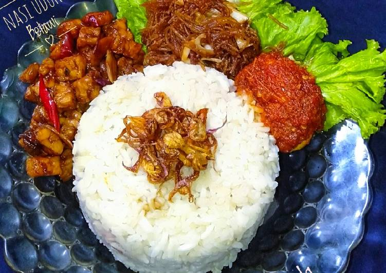 Nasi uduk Betawi (magic com)