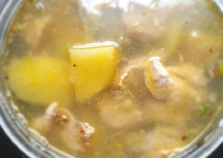 Sup ayam dan bakso