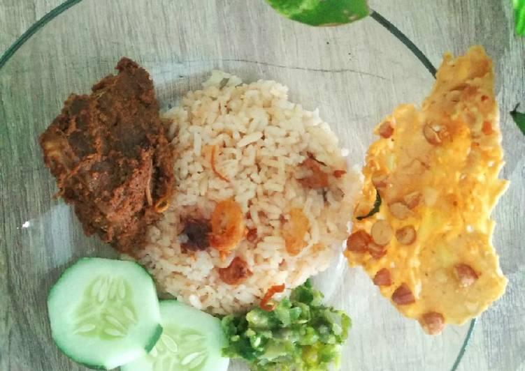 Nasi Merah/ Nasi Habang (khas kalimantan)