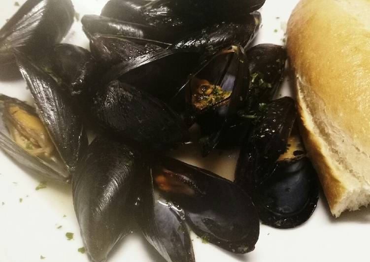Brandy, garlic and butter mussels