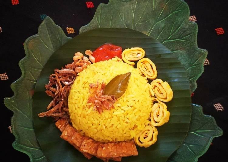 Bagaimana Menyiapkan Nasi Uduk Kuning yang Bisa Manjain Lidah