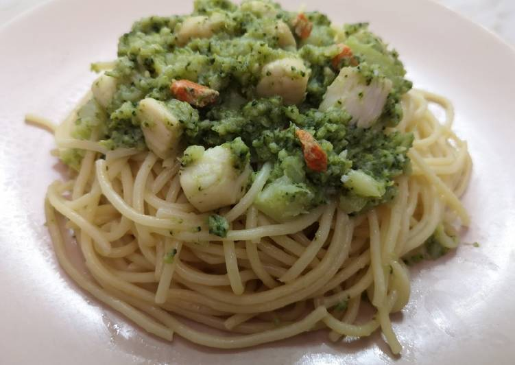 Recipe of Award-winning Spaghetti Scallops Broccoli Paste