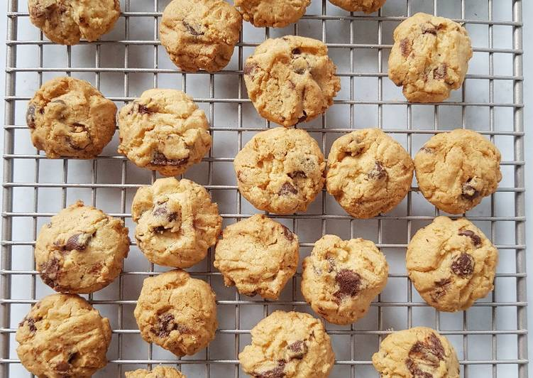 Resep Crunchy Choco Chip Cookies yang Enak Banget