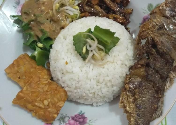 Nasi pecel lauk lengkap