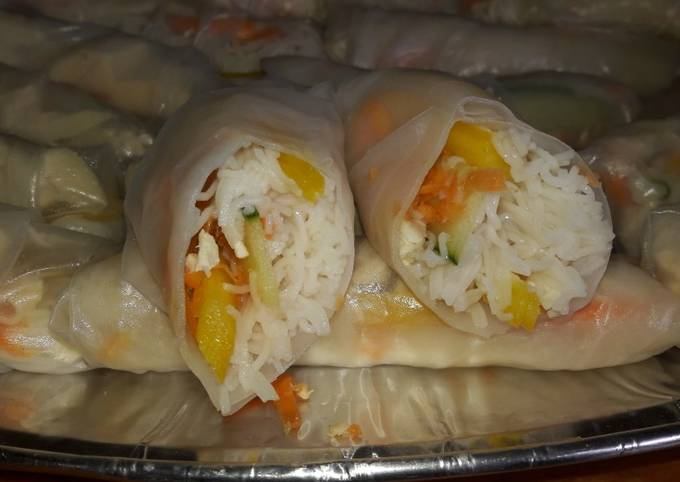 Vietnamese spring rolls and spicy dip