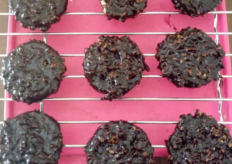 Kucanglat (Kue Kacang Coklat)