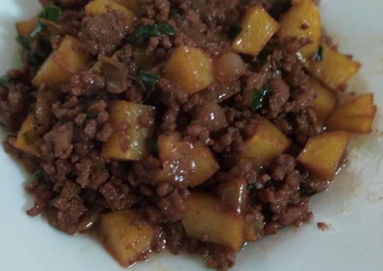 Daging cincang dan kentang tumis