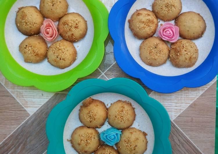 Coconut /Sesame traditional cookies (Gireba)