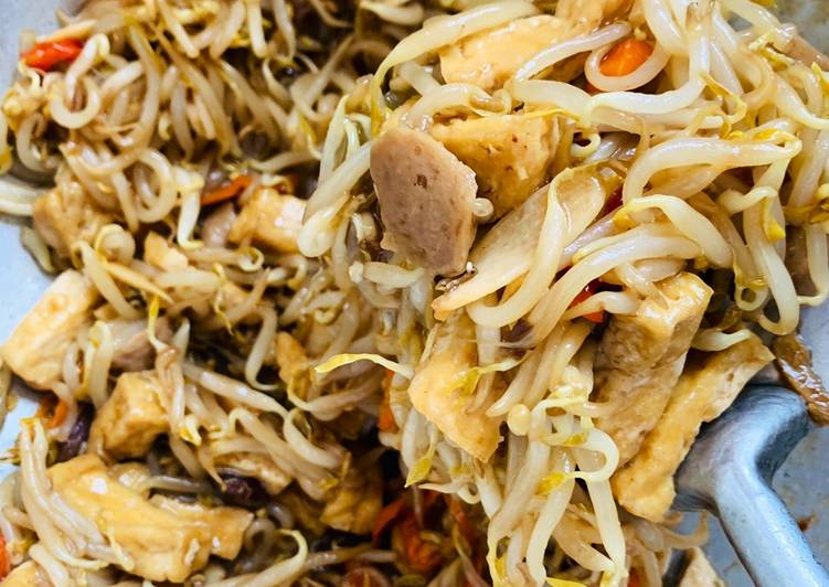 Spicy Cah Taoge Bangkok with tahu