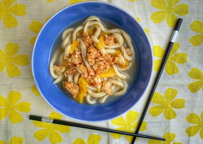 Noodles con zucca e uova alla curcuma