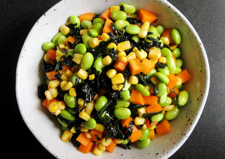 Easiest Way to Make Perfect Wakame, Edamame & Carrot Crunchy Salad
