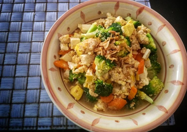 Brokoli Tahu Kuah Telur
