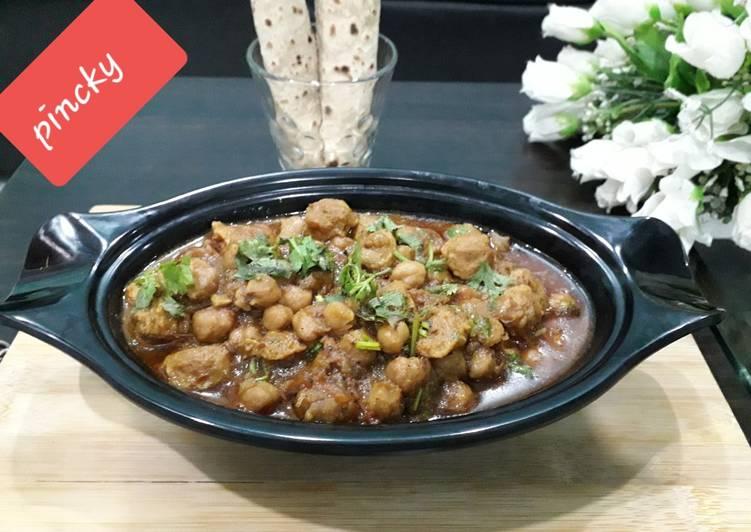 Steps to Make Award-winning Kabuli soyabeen chunks curry