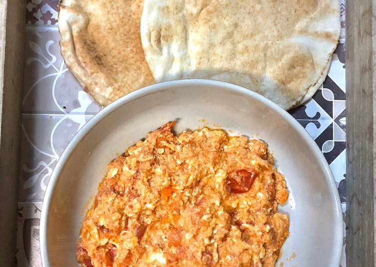 Traditional Bahraini Tomato and Eggs