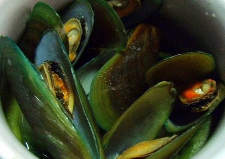 Mussels in Ginger Broth - quick & easy Filipino Nilagang Tahong