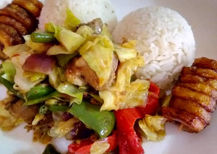 White Rice with vegetable chicken sauce