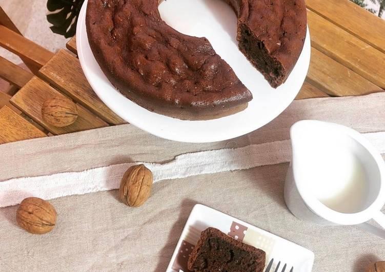 Gâteau moelleux au yaourt et cacao en poudre