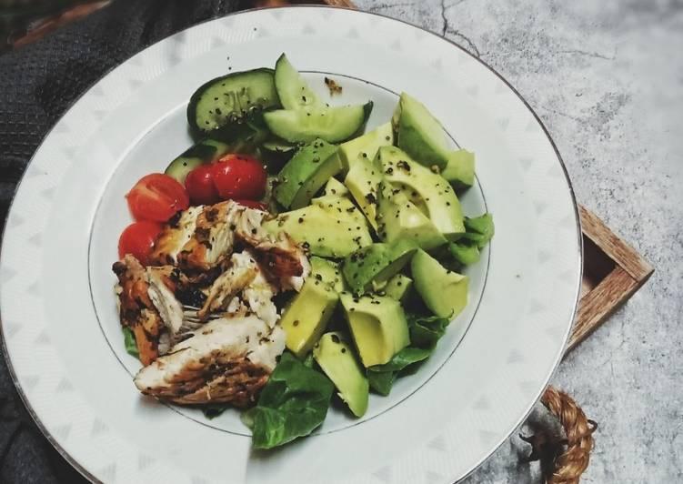 Grilled chicken salad - velavinkabakery.com