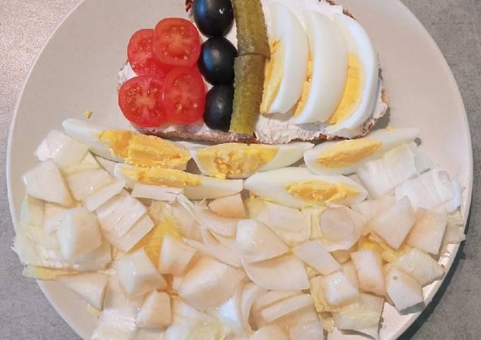 Tartine printanière et salade d'endive et de poire au miel