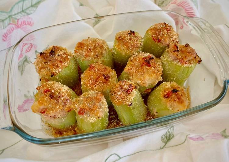Ricetta Zucchina Lunga ripiena con Tonno e Pomodorini