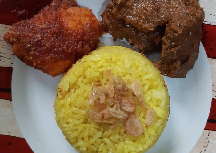 Nasi kuning ricecooker + telur balado - cookandrecipe.com