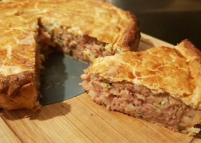 Corned beef & potato pie