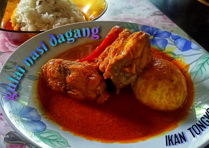 Gulai nasi dagang (ikan tongkol hitam dan telur rebus)