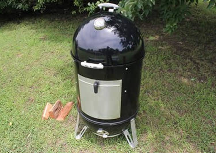 Easy to Make Perfect Using the Minion Method on a Weber Smokey Mountain Grill For Low and Slow BBQing