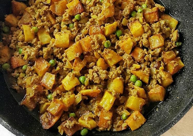 Ground Beef and Potato Curry (Kari Daging Cincang dan Kentang)