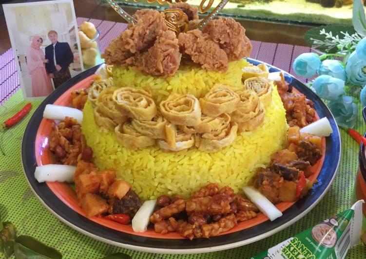 Tumpeng Nasi Kuning Ricecooker