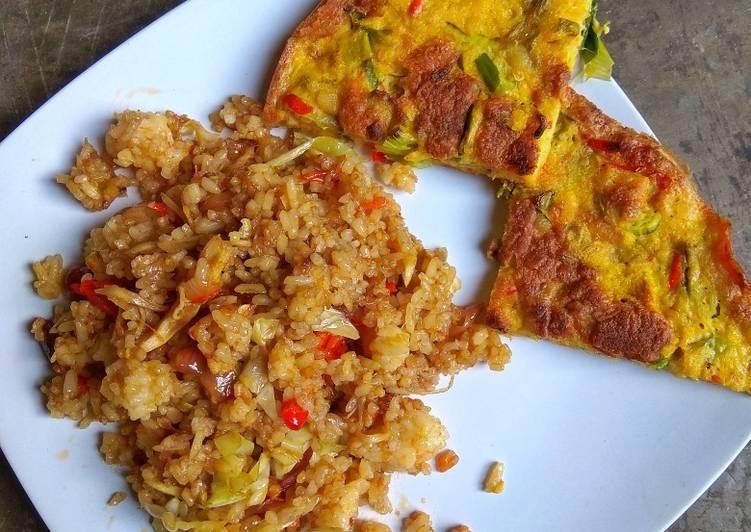 Nasi goreng padang dan telur dadar padang