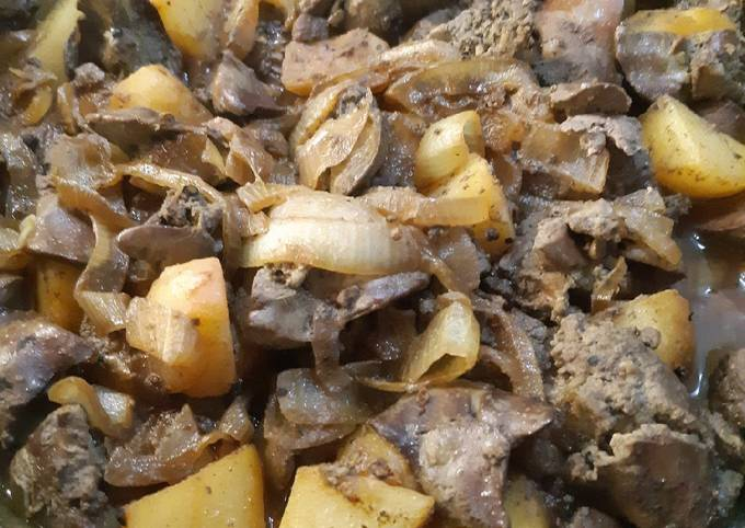 Liver with onion and potatoes cooked with spices and red wine