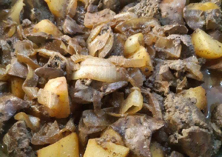 Recipe of Speedy Liver with onion and potatoes cooked with spices and red wine