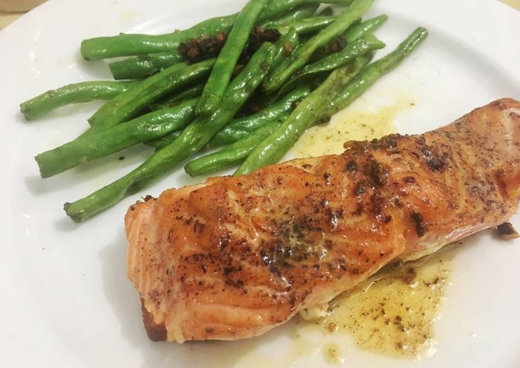 Salmon steak with lemon butter sauce