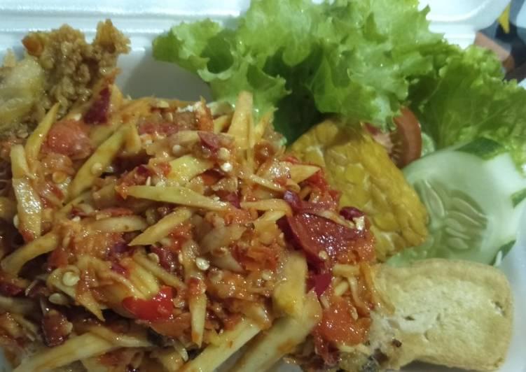Ayam geprek sambal mangga muda
