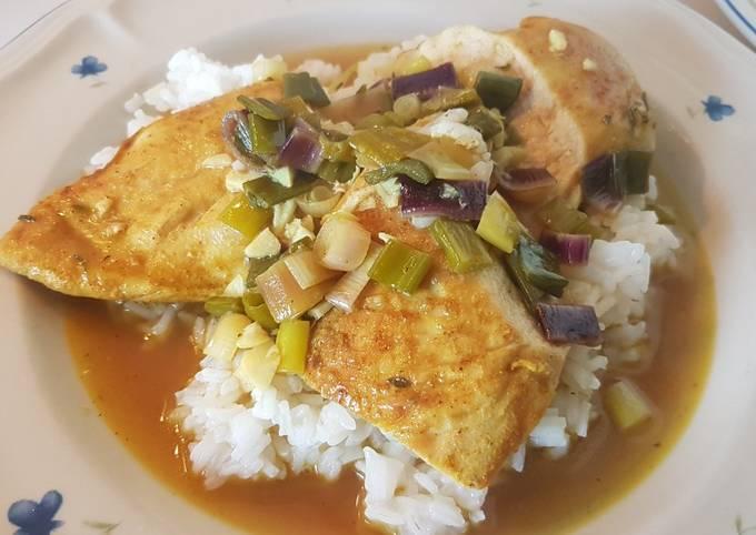 Knoblauch-Hähnchen mit würziger Sherry-Soße und Reis
