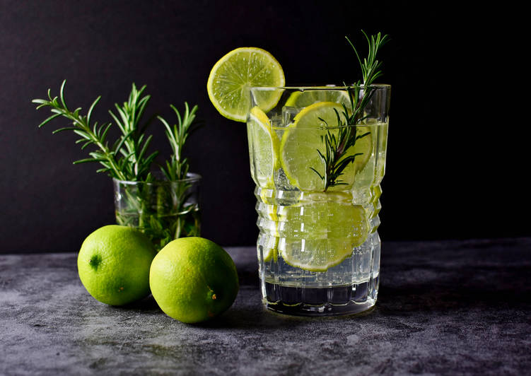 Lime Gin Spritzer