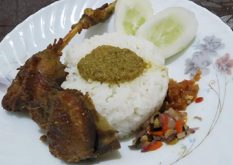 Bebek goreng surabaya + sambal matah + sambal bawang